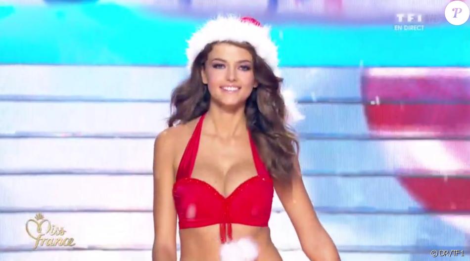 Miss Provence - Les 12 finalistes défilent en Mère Noël sexy, lors de l'élection Miss France 2016 le samedi 19 décembre 2015 sur TF1