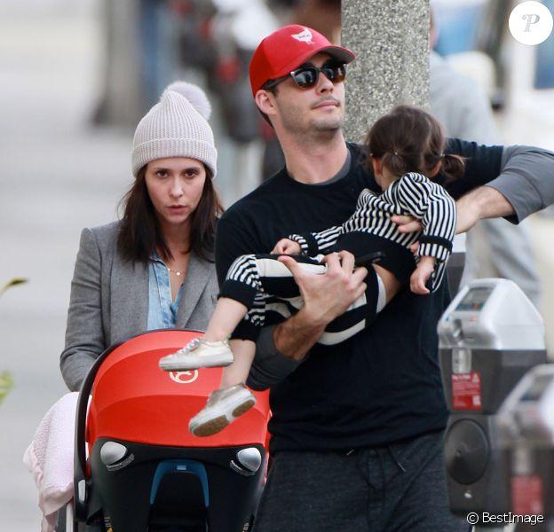 Exclusif - Jennifer Love Hewitt est allée déjeuner avec son mari Brian Hallisay et leurs enfants Autumn et Atticus à Los Angeles, le 28 décembre 2015.