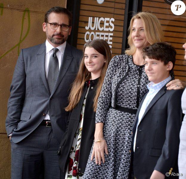 Steve Carell honoré en famille sur le Hollywood Walk of Fame le 6 janvier 2016.