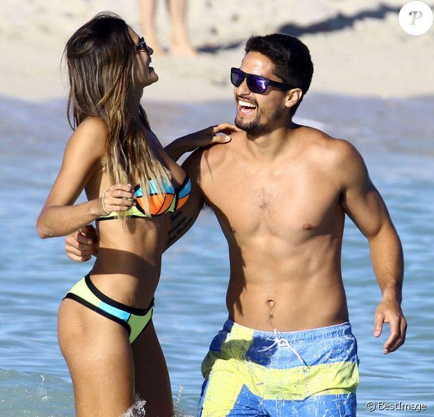 Leryn Franco, spécialiste paraguayenne du lancer de javelot, en vacances à Miami le 7 janvier 2016 avec son compagnon Rodrigo Galeano Zarza. La recordwoman du Paraguay de la spécialité est aussi une reine de beauté dont le physique fait le buzz.