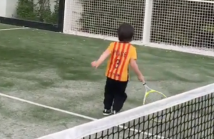 Shakira : Son adorable Milan fait ses débuts au tennis avec papa Gerard Piqué