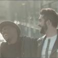 Les chanteurs Kendji Girac et Soprano dans le clip du single  No Me Mirès Màs .