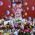 Hommage à David Bowie à Londres le 11 janvier 2016. David Bowie est décédé le 10 janvier 2016 à la suite d'une lutte de 18 mois contre un cancer.