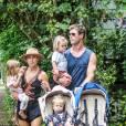 Exclusif - Chris Hemsworth avec sa femme Elsa Pataky et leurs enfants Sasha, Tristan et India Rose à Byron Bay, le 27 décembre 2015. Ils vont fêter Noël avec les frères de l'acteur et leurs femmes/compagnes respectives, ainsi que leurs parents Leonie et Craig Hemsworth.