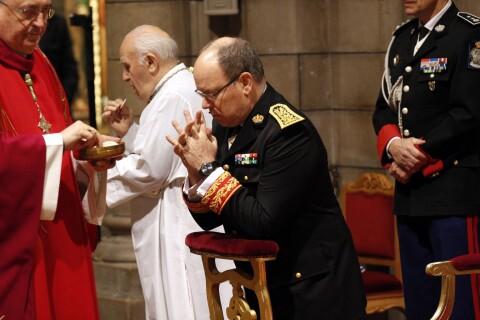 Prince Albert II de Monaco : Recueilli en carabinier pour la Saint-Sébastien