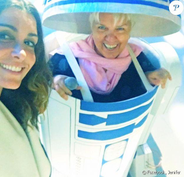 Jenifer dévoile une photo de Mimie Mathy en R2-D2 pour le concert des Enfoirés 2016 à l'AccorHotels Arena à Paris. Janvier 2016.
