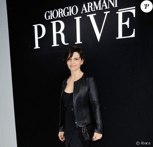 Juliette Binoche assiste au défilé Giorgio Armani Privé (collection haute couture printemps-été 2016) au Palais de Tokyo. Paris, le 26 janvier 2016.