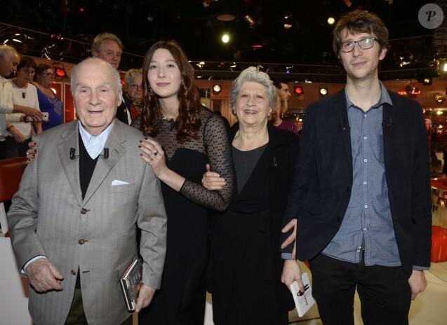 Michel bouquet entour de son pouse et ses petits enfants fiert et motion purepeople - Jeanne mas et son mari ...
