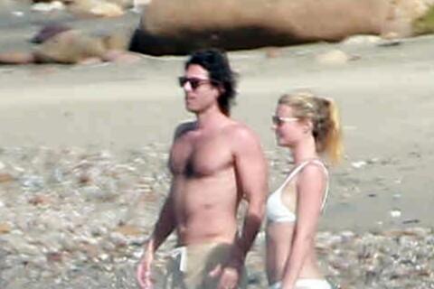 Gwyneth Paltrow : Vacances en amoureux, elle reste active en bikini !