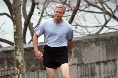 Brad Pitt à Paris : Cheveux gris et short ridicule, son sex-appeal au placard