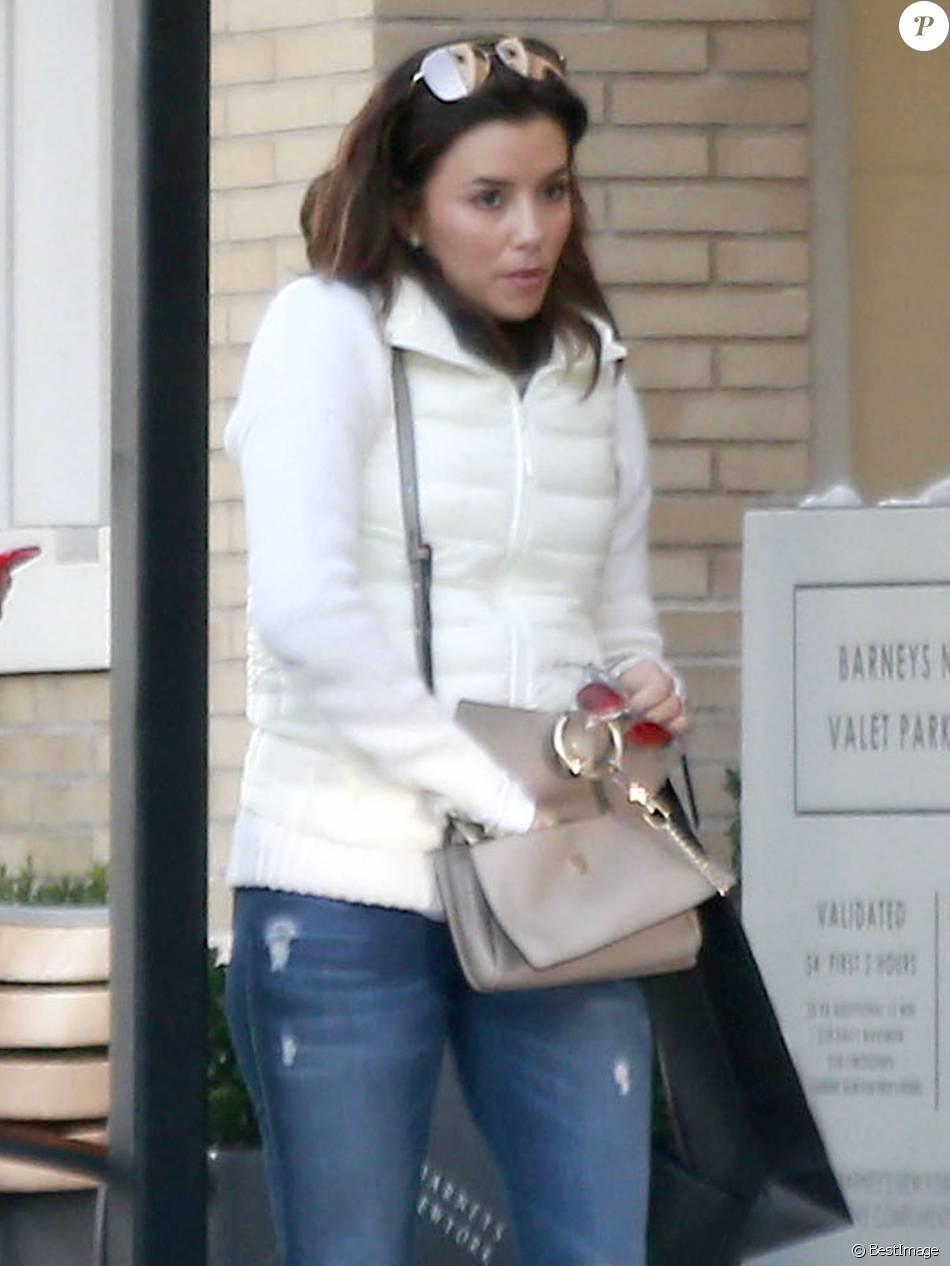 Exclusif -  Eva Longoria et son fiancé Jose Antonio Baston sont allés faire du shopping chez Barneys New York.  Le 31 janvier 2016