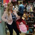 Coco Austin et sa fille Chanel Nicole font les boutiques. Photo publiée sur Instagram au mois de janvier 2016.