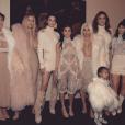 Kris Jenner, Khloé Kardashian, Kendall Jenner, Kourtney Kardashian, Kim Kardashian, Caitlyn Jenner et Kylie Jenner ainsi que la petite North West lors du défilé de mode Yeezus du rappeur et créateur Kanye West. Photo publiée sur Instagram, le 11 février 2016.
