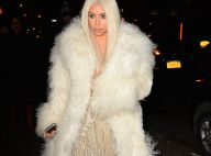 Kim Kardashian blonde platine et très décolletée pour le défilé de Kanye West !
