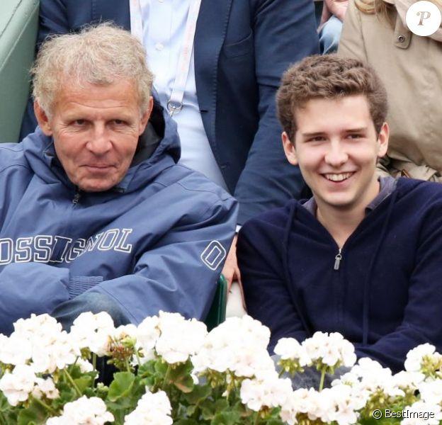 Patrick Poivre d'Arvor et son fils François assistent au 8e sacre de Rafael Nadal lors des Internationaux de France à Roland-Garros à Paris, le 9 juin 2013.