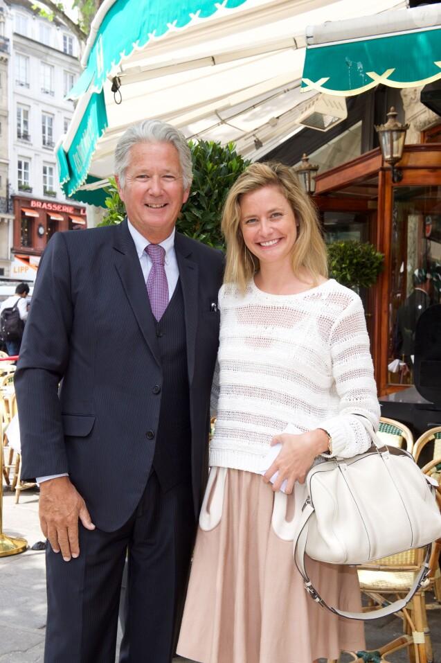 """Pierre Dhostel et sa fille Caroline Bellemare - Déjeuner """"Pères et Filles"""" au restaurant """"Les deux Magots"""" à Paris. Le 16 juin 2015."""