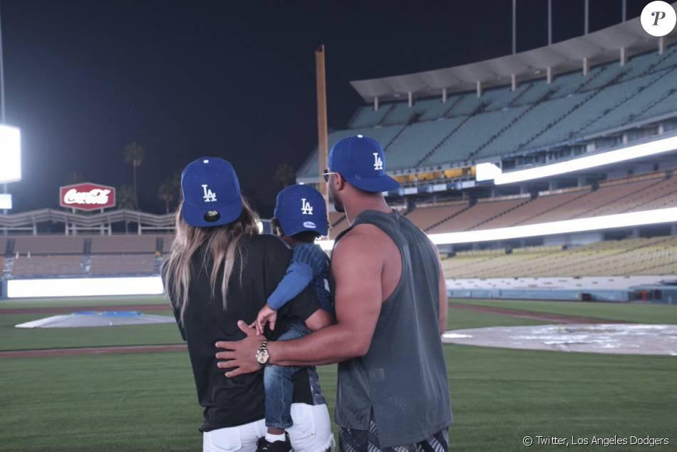 Ciara, son fils Future Zahir et son compagnon Russell Wilson visitent le stade des Dodgers de Los Angeles - Photo publiée le 24 février
