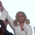 Lady Gaga émeut les Oscars 2016 avec la chanson de Terrain de chasse.