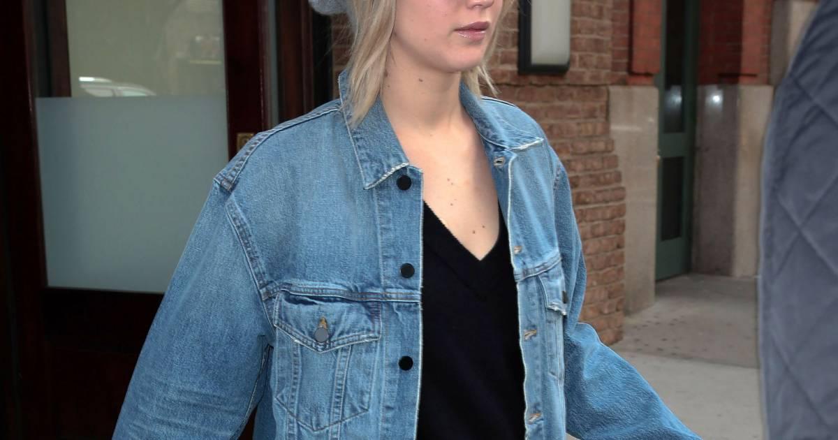 L Actrice Jennifer Lawrence Se Promene A M2117188