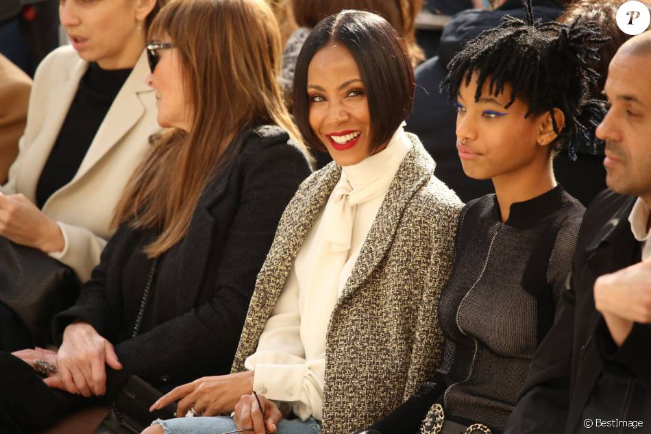 Jada Pinkett Smith et sa fille Willow Smith - People au défilé de mode Chanel collection prêt-à-porter Automne Hiver 2016/2017 lors de la fashion week à Paris, le 8 mars 2016. People at the Chanel fashion show Fall/Winter ready-to-wear 2016-2017 at the Grand Palais museum in Paris, France, on March 8, 2016.08/03/2016 - Paris