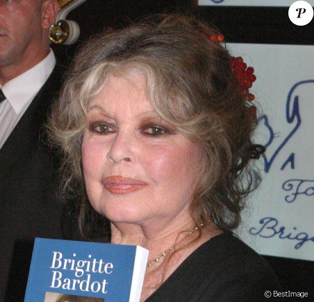 Brigitte Bardot fête les 20 ans de sa fondation à Paris le 28 septembre 2006