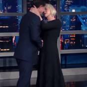 Helen Mirren irrésistible : Son baiser sur la bouche laisse monsieur sans voix