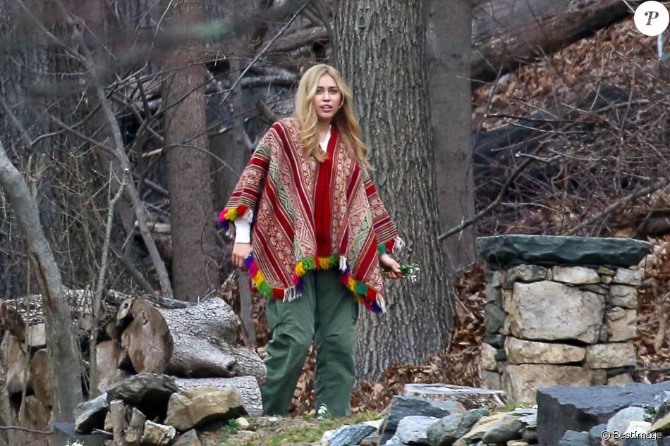 Miley Cyrus tourne avec Woody Allen pour une série diffusée par Amazon, dans le comté de Westchester près de New York le 10 mars 2016.