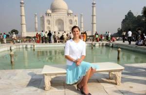 REPORTAGE PHOTO : Une jolie princesse suédoise devant le Taj Mahal, bonjour... la carte postale !