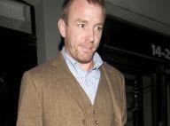 Guy Ritchie, en plein divorce avec Madonna, tombe bien bas avec une autre blonde...