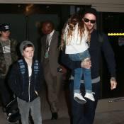 David Beckham : Papa aux petits soins avec Harper et ses grands frères