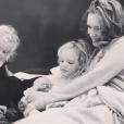 James Van Der Beek présente son quatrième enfant : Emilia. Mars 2016.