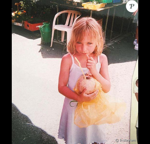 Photo d'enfance postée par Chloé Jouannet, la fille d'Alexandra Lamy (26 mars 2016)