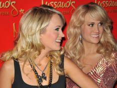REPORTAGE PHOTOS : Carrie Underwood, la très jolie chanteuse voit... double!