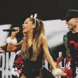 Ricky Alvarez et Ariana Grande lors du Jingle Ball. photo publiée sur Instagram.