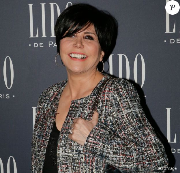 """Liane Foly - Photocall à l'occasion de la présentation du nouveau spectacle du Lido """"Paris Merveilles"""" à Paris, le 8 avril 2015."""
