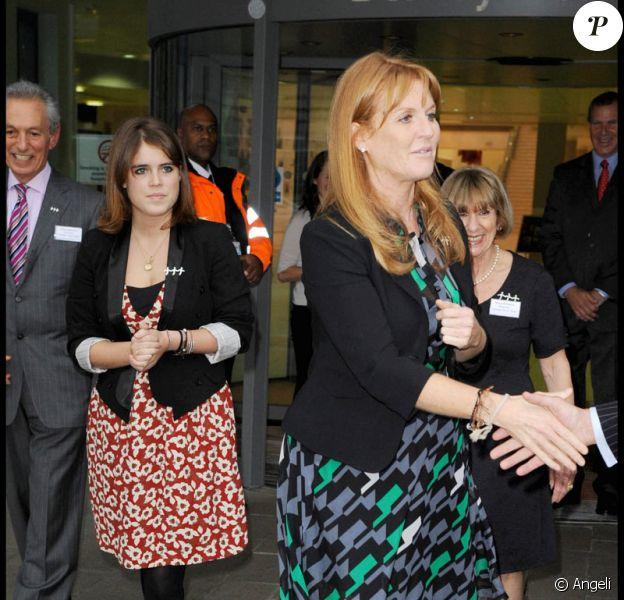 Sarah Ferguson et la Princesse Eugénie à l'inauguration d'un centre de soins