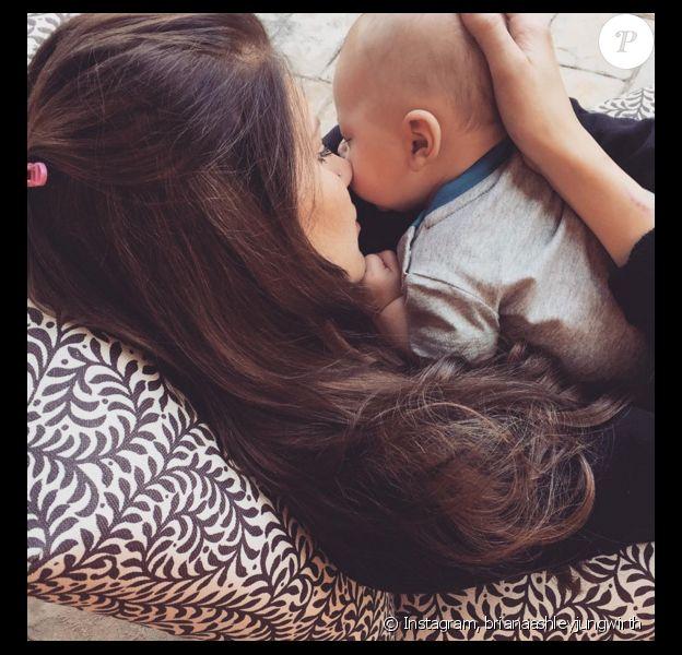 Briana Jungwirth a publié une photo d'elle avec son fils Freddie, né de sa brève idylle avec le chanteur Louis Tomlinson, sur sa page Instagram, le 6 avril 2016.