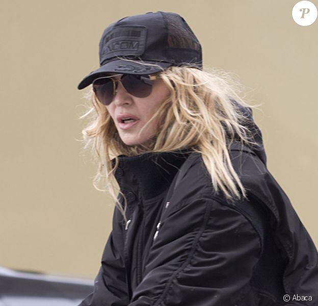 Madonna en vélo à la sortie de son domicile de Londres le 10 avril 2016