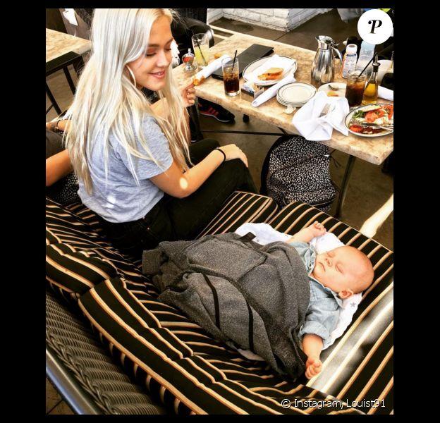 Louis Tomlinson, au restaurant avec sa soeur Lottie, a publié une photo de son fils Freddie sur sa page Instagram, le 12 avril 2016.