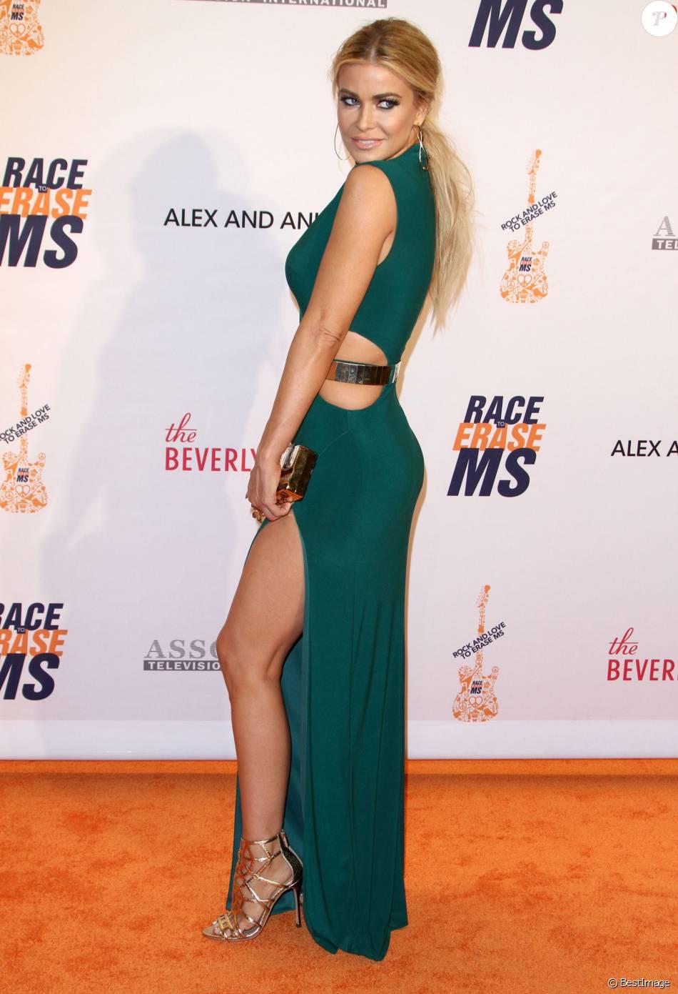 """Carmen Electra lors du 23ème Gala du """"Race To Erase MS"""" à Beverly Hills le 15 Avril 2016."""