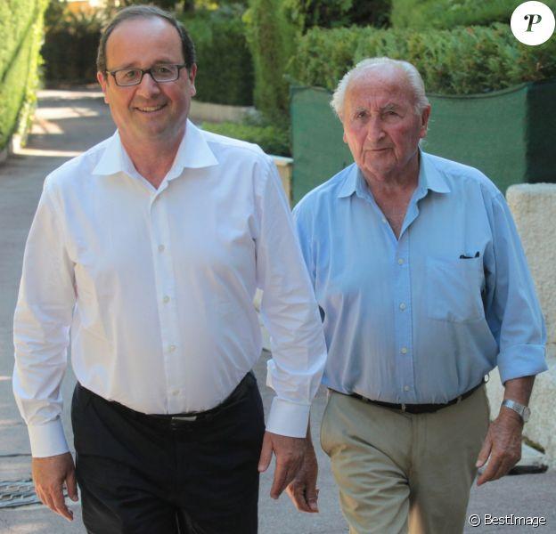 Exclusif - Au lendemain de son 60e anniversaire, François Hollande est venu embrasser son père Georges dans sa résidence à Cannes. Le 13 août 2014 crédit Franz Chavaroche-Alain Brun Jacob / Nice Matin / Bestimage