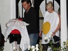 REPORTAGE PHOTOS : Quand Gwen Stefani et son mari se déguisent... en oeufs au bacon !