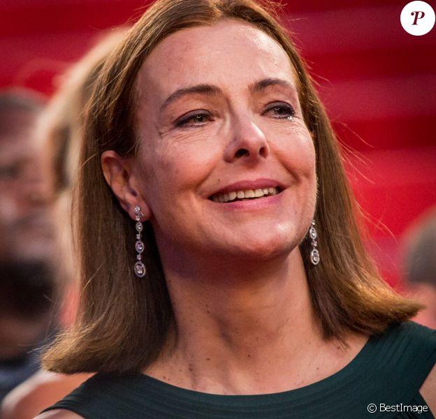 """Carole Bouquet très émue lors de la descente des marches du film """"The Little Prince"""" (Le Petit Prince) lors du 68e Festival International du Film de Cannes à Cannes le 22 mai 2015, le film produit par son fils Dimitri Rassam."""