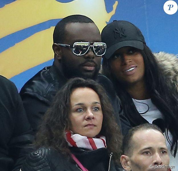 Maitre Gims et son épouse DemDem assistent à la finale de la Coupe de la Ligue PSG-LOSC au Stade de France. Saint-Denis, le 23 avril 2016. © Cyril Moreau/Bestimage