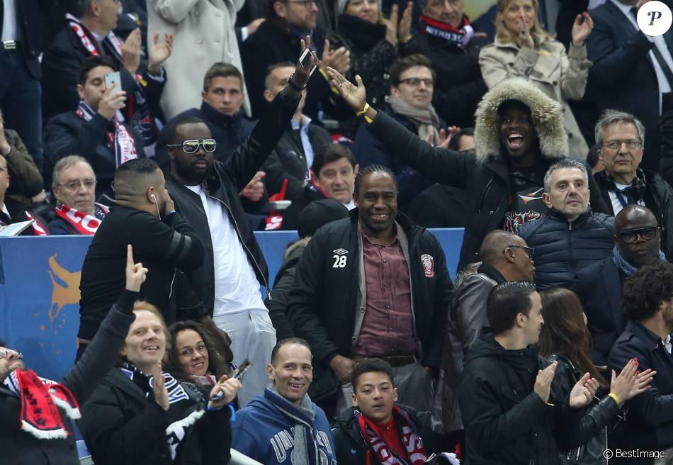 Maitre gims spectateur survolt de la finale de la coupe de la ligue psg losc au stade de - Stade de france coupe de la ligue ...