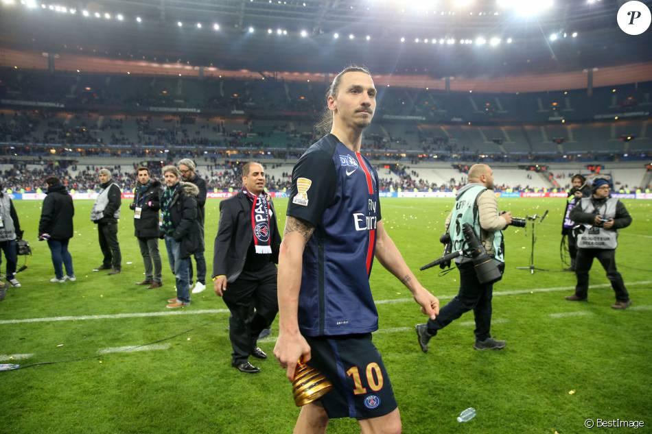 Zlatan ibrahimovic et le psg remportent la coupe de la ligue face lille au stade de france - Stade de france coupe de la ligue ...