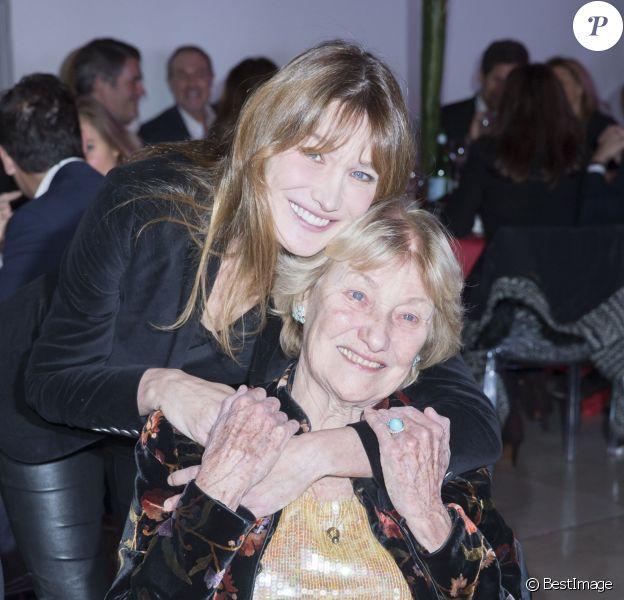 Carla Bruni et sa mère Marisa au dîner LINK pour les 30 ans de AIDES au Palais d'Iéna à Paris le 8 décembre 2014