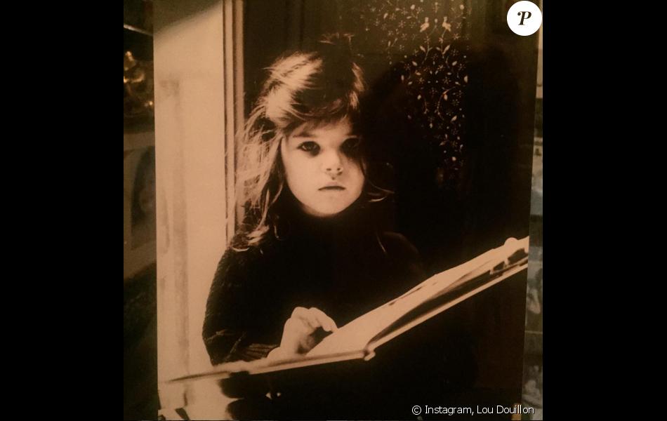 """Lou Doillon, une """"lectrice assidue"""" dès ses 5 ans ! Photo publiée le 1er mai 2016."""