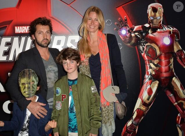 """Frédéric Diefenthal avec son fils Gabriel (qu'il a eu avec Gwendoline Hamon dont il est séparé) et sa compagne - Vernissage de l'exposition""""Marvel Avengers S.T.A.T.I.O.N."""" à La Défense le 3 mai 2016. © Veeren/Bestimage"""
