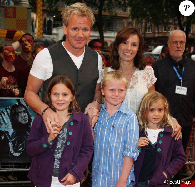 Gordon Ramsay et sa femme Tana ainsi que leurs trois enfants à la première du film Harry Potter And The Half-Blood Prince à Londres, le 7 juillet 2009